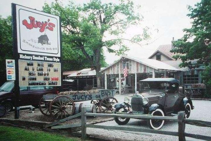 Pet Friendly Jucy's Smokehouse Bar-B-Q