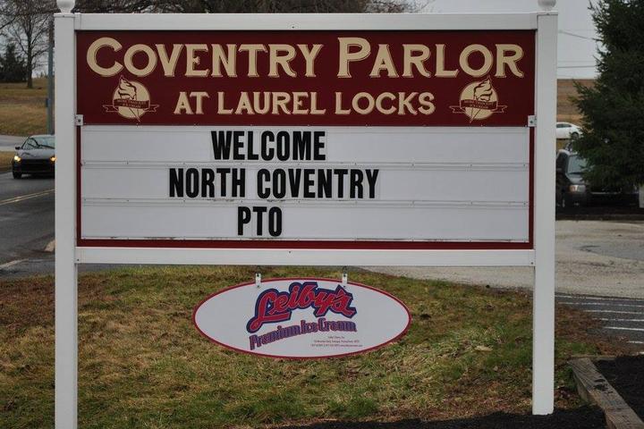 Pet Friendly Coventry Parlor at Laurel Locks