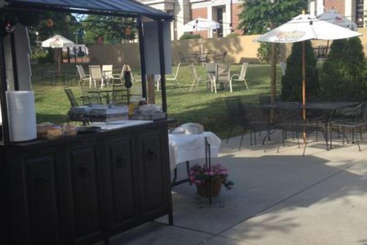 Pet Friendly Uptown Lounge & Restaurant