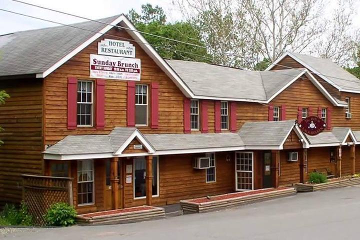 Pet Friendly The Lackawaxen Inn