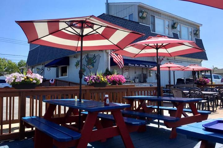Pet Friendly Point Lookout Clam Bar