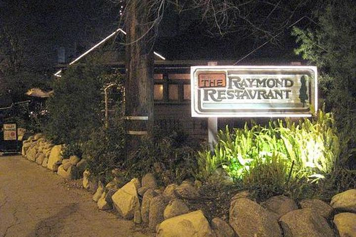 Pet Friendly The Raymond 1886