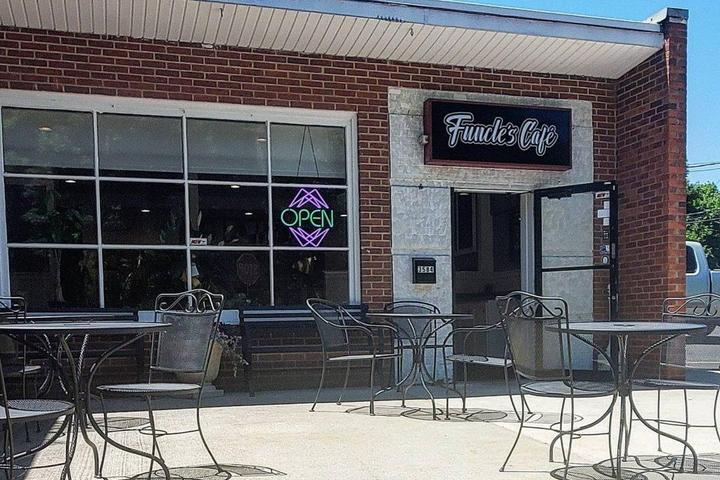 Pet Friendly Funcle's Café