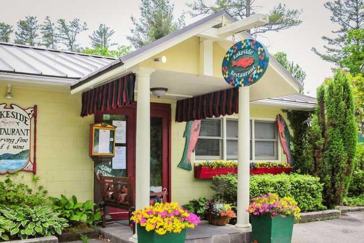 Pet Friendly Lakeside Restaurant