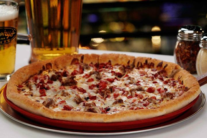Pet Friendly Minsky's Pizza