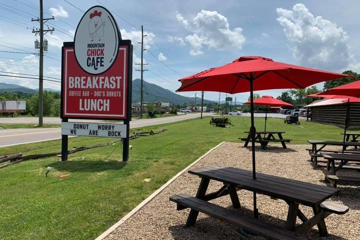 Pet Friendly Mountain Chick Cafe/Home of Doc's Donuts