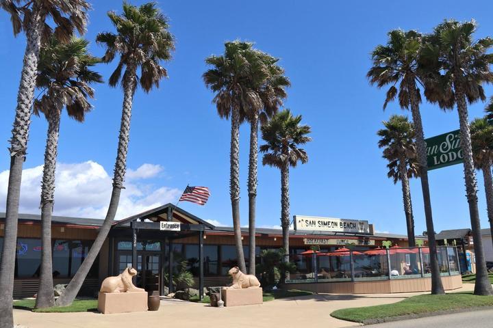 Pet Friendly San Simeon Beach Bar & Grill