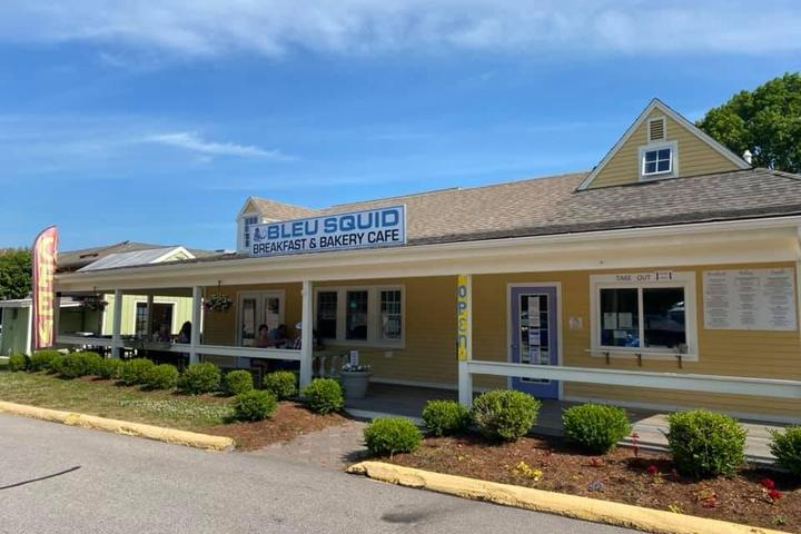 Pet Friendly Bleu Squid Breakfast and Bakery Cafe