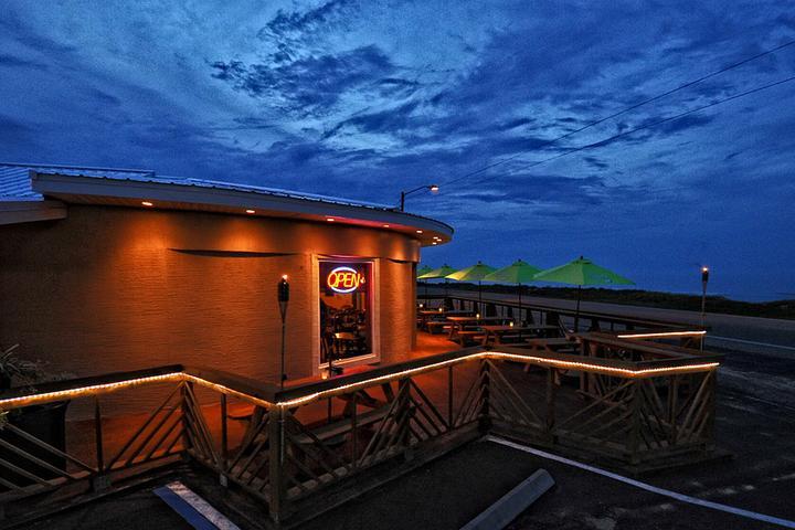 Pet Friendly Oceanside Beach Bar and Grill