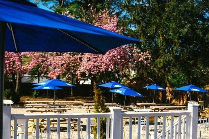 Pet Friendly Woody's Roadside Tavern