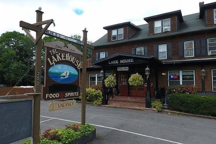 Pet Friendly Lake House Restaurant