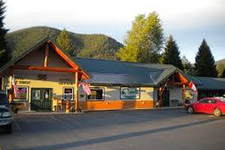 Pet Friendly Lakeside Motel and Resort