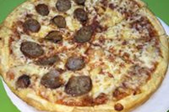 Pet Friendly Singas Famous Pizza